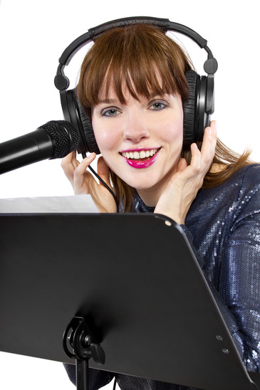 12 Tips For Choosing The Perfect Voice Over Artist (VO) For Your Corporate Video